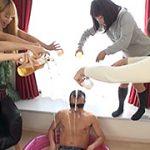 AV女優40人のおしっこを集めて浴尿します