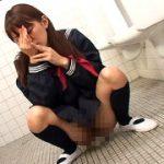 便所目前!我慢できずに漏らしてしまう女子校生 大量失禁映像!