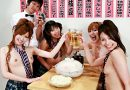 女の子達が放尿ビアガーデンで男性客に飲み放題のご奉仕ぶっかけ